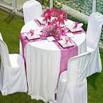 chemin-de-table-satin-rose-fuchsai-mariage