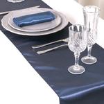 chemin-de-table-satin-bleu-marine-mariage-chic