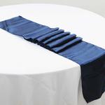chemin-de-table-satin-bleu-marine-bapteme-mariage