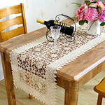 chemin-de-table-beige-dentelle-ancien-fleurs