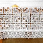chemin-de-table-blanc-dentelle-mariage-moderne