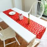 chemin-de-table-noel-rouge-et-or-fete