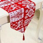 chemin-de-table-noel-rouge-et-blanc-motifs