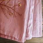 chemin-de-table-en-lin-rose-pale-nature