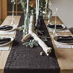chemin-de-table-en-lin-noir-naturel