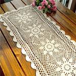 chemin-de-table-fleurs-au-crochet-blanc