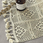 chemin-de-table-crochet-a-carreaux-moderne