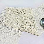 chemin-de-table-moderne-au-crochet-filet