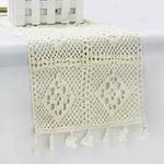 chemin-de-table-moderne-au-crochet-blanc