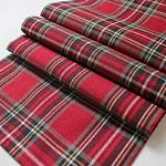 chemin-de-table-ecossais-rouge
