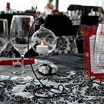chemin-de-table-baroque-noir-et-blanc-vintage