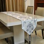chemin-de-table-baroque-motifs-argentes