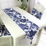 chemin-de-table-avec-arabesques-bleu