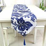chemin-de-table-avec-arabesques-tissu