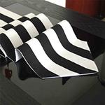 chemin-de-table-rayure-noir-et-blanc-raye