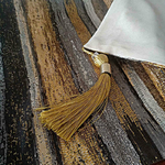 chemin-de-table-raye-or-lignes