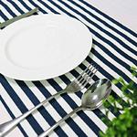 chemin-de-table-raye-bleu-marine-et-blanc-marin