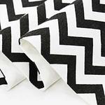 chemin-de-table-noir-et-blanc-zig-zag-tissu