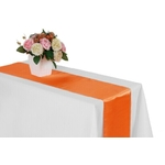 chemin-de-table-satin-orange-mariage