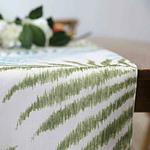 chemin-de-table-feuille-de-palmier-exotique