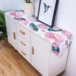 chemin-de-table-avec-des-roses-fleurs