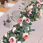 Chemin-de-table-en-fleurs-artificielles-guirlande