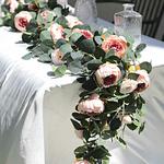 Chemin-de-table-en-fleurs-artificielles-pivoines