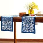 chemin-de-table-arabesque-bleu-en-napperon