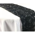 chemin-de-table-saint-valentin-tapis-de-roses-noires