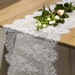 chemin-de-table-mariage-dentelle-blanche-fleurie