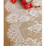 chemin-de-table-mariage-dentelle-fleurs