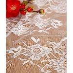 chemin-de-table-mariage-dentelle-fleurs-blanches