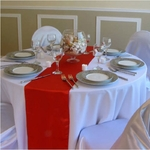chemin-de-table-satin-rouge-pas-cher-mariage