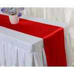 chemin-de-table-satin-rouge-moderne-mariage