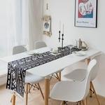 chemin-de-table-nordique-noir-moderne