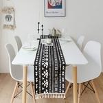 chemin-de-table-nordique-noir-scandinave