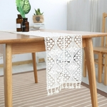 chemin-de-table-au-crochet-pour-noel-design-moderne