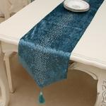 chemin-de-table-reveillon-diamant-bleu-tissu