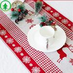 chemin-de-table-noel-scandinave-blanc-et-rouge