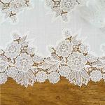 chemin-de-table-dentelle-blanc-fleurs