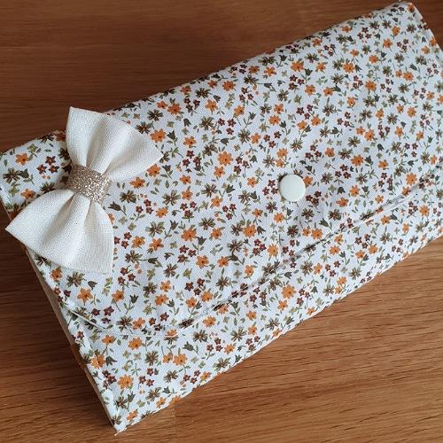 Porte barrettes écru motif fleur