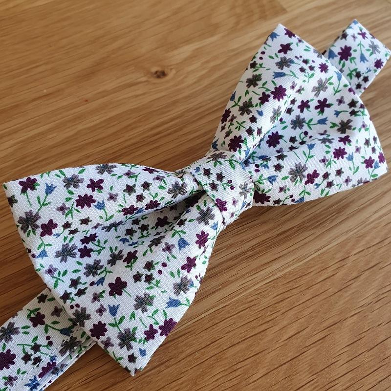 Noeud papillon ADULTE couleur blanc motif fleur violet