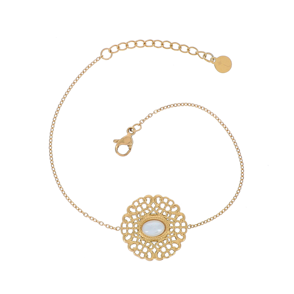 Bracelet doré avec rond ajouré et perle d\'eau douce