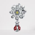 charm coccinelle pendentif sur fleur