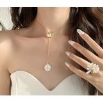 collier pendentif marguerite